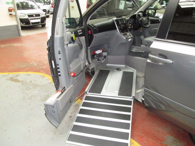 Kia Sedona with side wheelchair access